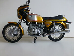 1/10 scale Diecast BMW R90S Daytona motorcycle by Minichamps for BMW