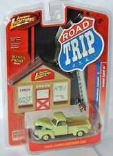 Road Trip - 1950 CHEVY PICKUP - lightgreen + Tools - 1:64 Johnny Lightning