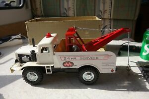 DAISY MATIC BATTERY OPERATED TIN PLATE TOW TRUCK - MINT/BOXED - L@@K!!
