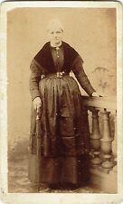 Photo cdv : Dubut ; Jeune femme  en habit de tradition , Angers , vers 1885