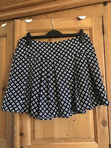 Forever 21 Navy And White Pattern Skirt, Size M (10/12)