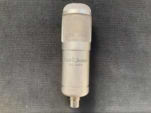 the t.bone SCT2000 Studio Röhren-Großmembranmikrofon mit Spinne in Deluxe-Koffer
