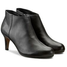 Clarks Classic Black Leather Ladies ankle boots 7.5/41.5 D RRP £70 new