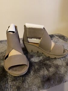 Ladies Clarks Sandals Size 4.5