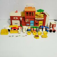 1973 - 77 VINTAGE Fisher Price Little People VILLAGE Playset #997 NEAR COMPLETE