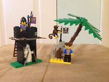 Lego sets #1888 and #1889 Black Knights Guard Shack and Pirates Treasure Hold