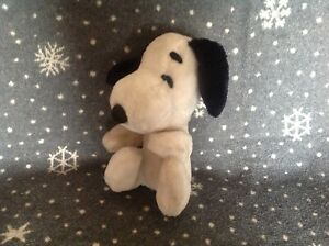 """Vintage 1968 SNOOPY Soft Plush Toy 9"""" Tall UNITED FEATURES SYNDICATES LTD"""