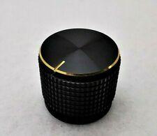 Manopola per potenziometro asse 6mm nera con indice diametro 15mm a vite 1691