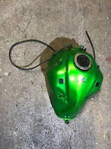 KAWASAKI Z800 ZR800 AFF 13 14 15 Z800e fuel tank green damaged