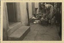PHOTO ANCIENNE - VINTAGE SNAPSHOT - ENFANT TOILETTE BASSINE BAIN - CHILD WASHING