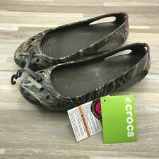 Size 9 - Crocs Women's Kadee Realtree Max-5 Flat Shoes MSRP $38 Chocolate/Berry