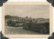 2 x Foto, Blick auf Stabsoffiziere mit großen Limousinen, Pkw (N)19204