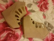womens high wedge shoes nude / cream size 3