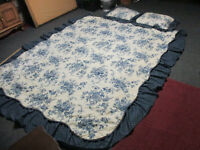 Vintage Ruffled Country Bedspread JC Penney Navy/Ivory Full Size Quilted Fabric