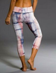 ONZIE Women's Graphic Capri Mid-Rise Leggings Mantra Tribal Print Peach/Gray S-M