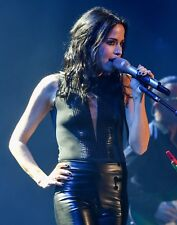 ANDREA CORR  -  BRALESS ON STAGE  -  SEXY A4 SIZE GLOSSY PHOTO.