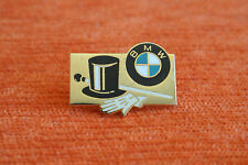13566 PIN'S PINS AUTO VOITURE CAR BMW MAGIE MAGICIEN RARE