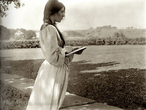 "Gertrude Kasebier Photo, ""The Sketch"""