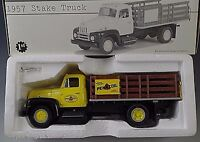 FIRST GEAR INTERNATIONAL 1957 STAKE TRUCK PENNZOIL 1/34 SCALE MIB