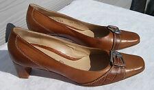 LARIO : Paire de chaussures T 38,5 , beige et marron