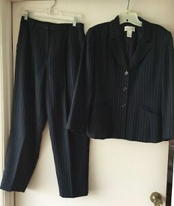 PETITE SOPHISTICATE DARK BLUE WITH WHITE PINSTRIPE PANT SUIT - SIZE 8P w/pockets