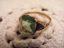 VINTAGE 10K SOLID YELLOW GOLD GREEN GLASS? RING~SZ 6.5~LIME GREEN~EUC!