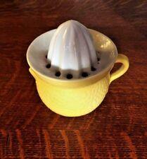 Presse agrumes en forme de citron Citrus juicer in the shape of lemon / antique