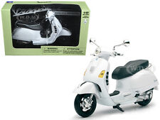 VESPA GTS 300 SUPER WHITE 1/12 MOTORCYCLE MODEL BY NEW RAY 57243 B