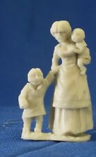 Reaper Bones 77087 Townsfolk Mom & Kids