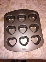 WILTON Teglia 9 Biscotti/Torte Tema Cuori San Valentino