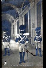 ROME (VATICAN) PONTIFICI / GENDARME en tenue de GARDE en 1920