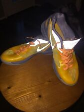Men's Low-Top Yellow Nike Hyperdunk Size 8