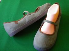 LADIES  NEAR NEW COLORADO GREEN CANVAS MARY JANE STYLE FLAT HEEL SHOES SIZE 11