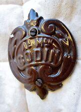 ancien écusson-plaque de parement-médaillon-Godin-en fonte émaillée marron