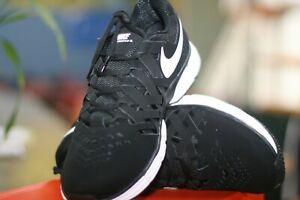 NIKE LUNAR FINGERTRAP TR 4E Training Shoe Black White Color  MENS SIZE 11 WIDE