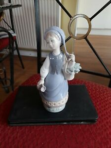 Figurines lladro  porcelain girl with basket and pitcher