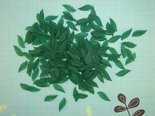 LOOSE ACRYLIC-LUCITE BEADS-LONG LEAF-LEAVES-DARK GREEN-40 BEADS-PLUS FREE GIFT