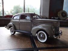 Danbury Mint 1940 Ford Deluxe Tudor Sedan 1:24 Scale Die Cast Model Limited Car