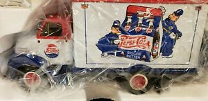 1995 FIRST GEAR 1953 FORD C-600 STRAIGHT TRUCK PEPSI COLA 1:34 10-1351 IN BOX