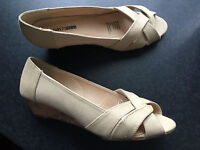BNWT Ladies Sz 9 Smart Cream Girl Xpress Wedge Heel Classy Court Style Sandals