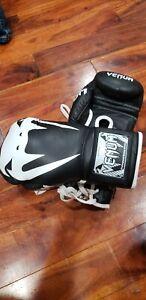 Venum Pro Boxing Gloves 10oz red/black lace up gloves
