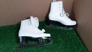 JCP Chicago  size 3 girls figure ice skates   #135