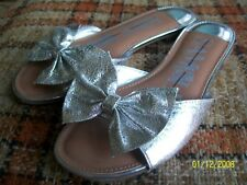 Sam & Libby Womens 6 Silver Bow Sandals