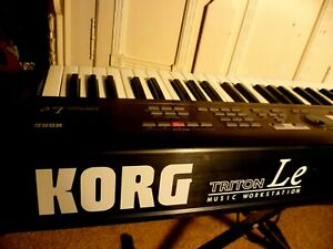 KORG TRITON LE 61 Music Workstation in black mit Sampling-Board, Bestzustand!