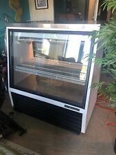 True 48 Refrigerated Lighted Display Bakery Restaurant Case