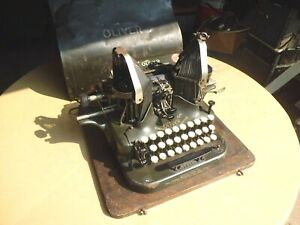 Vintage THE OLIVER TYPEWRITER NO. 5 WITH ORIGINAL CASE
