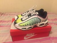 Mens Nike Air Max Tailwind IV Sneakers, Size 12 in Black China& White