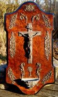 antikes Weihwasserbecken mit Kreuz Kruzifix Jesus Christus Kirche Sammlerstück