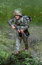 COLLECTORS SHOWCASE VIETNAM WAR CS01010 VIETCONG ADVANCING WITH AK47 MIB