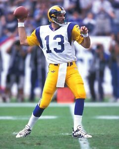 KURT WARNER 8X10 PHOTO ST LOUIS RAMS PICTURE NFL FOOTBALL LOOKING TO PASS